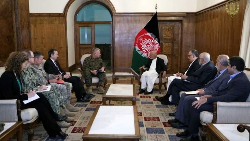 دیدار و گفتگوی فرمانده ستاد مرکزی ارتش آمریکا با اشرف غنی