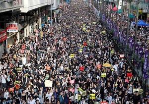 پلیس مناطق مرکزی هنگکنگ را بست
