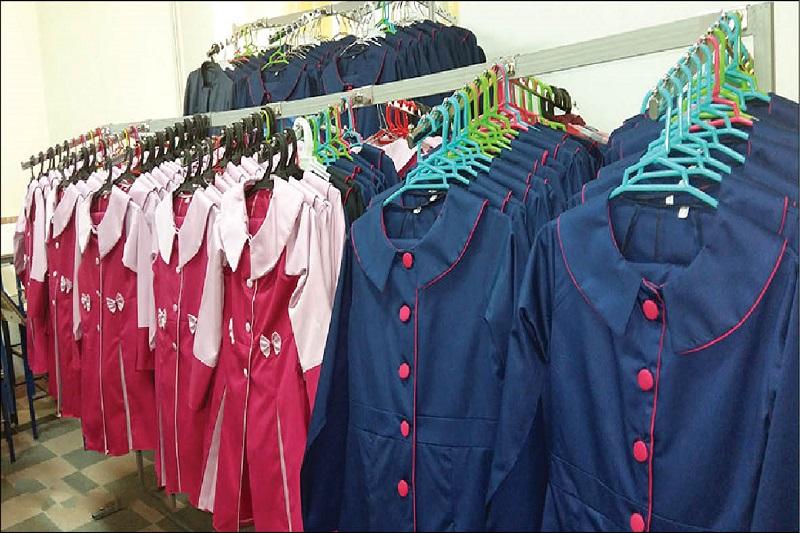 هیچ سودی بابت فروش لباس فرم مدارس به سازمان دانش آموزی تعلق نمیگیرد /تهیه یونیفرم مدرسه اجباری نیست