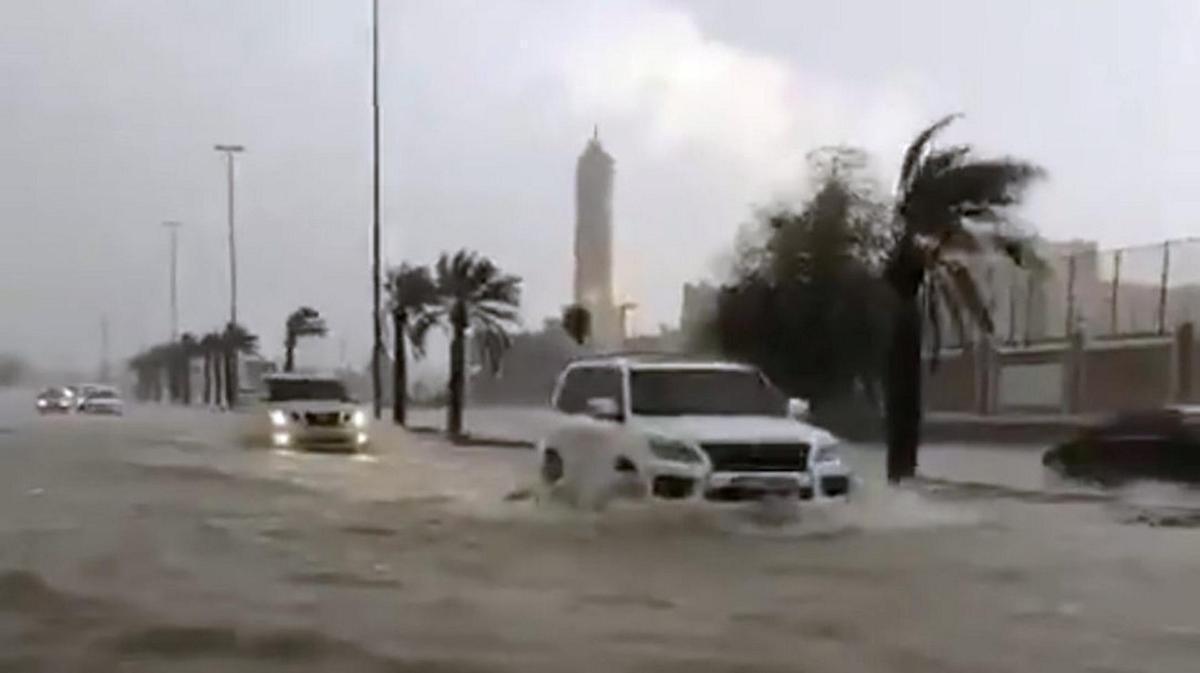 در امارات به اندازه یکسال در یک روز باران بارید!