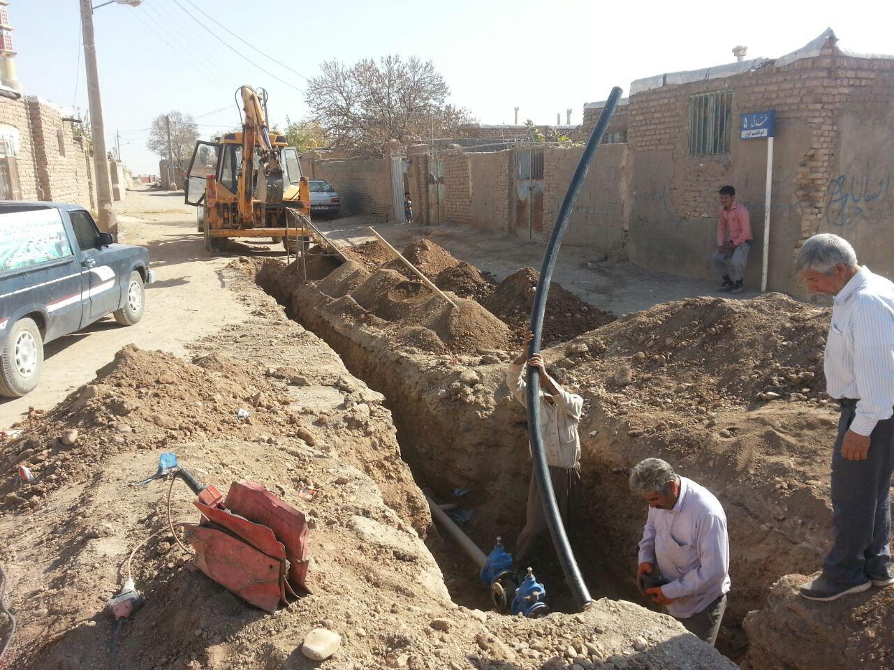 کاهش هدر رفت آب با تکمیل تعویض شبکه فرسوده روستای زنگینه بردسکن