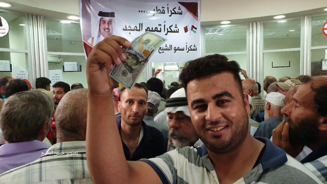 توزیع دلارهای امیر قطر میان مردم غزه+ تصاویر