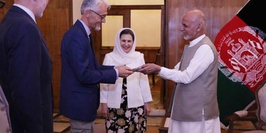 رئیس بخش فیزیوتراپی صلیب سرخ تابعیت افتاخاری افغانستان دریافت کرد