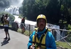 حمید معصومینژاد در مسابقه قایقرانی آبهای خروشان، زیر بلندترین آبشار اروپا + فیلم