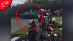 حادثهای که حاضران در قبرستان را به وحشت انداخت +فیلم