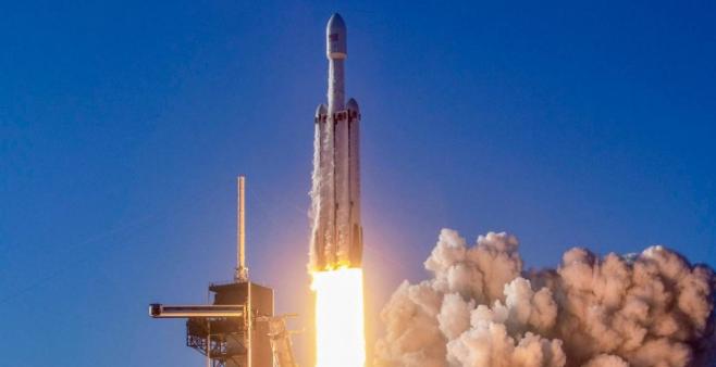 فالکون هوی با موفقیت به فضا پرتاب شد