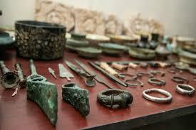 کشف  ۹۰۵ قطعه اشیاء عتیقه و بدل از متهمان