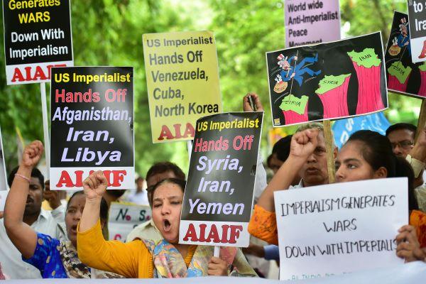 تظاهرات مردم هند علیه سفر وزیر خارجه آمریکا به این کشور +عکس