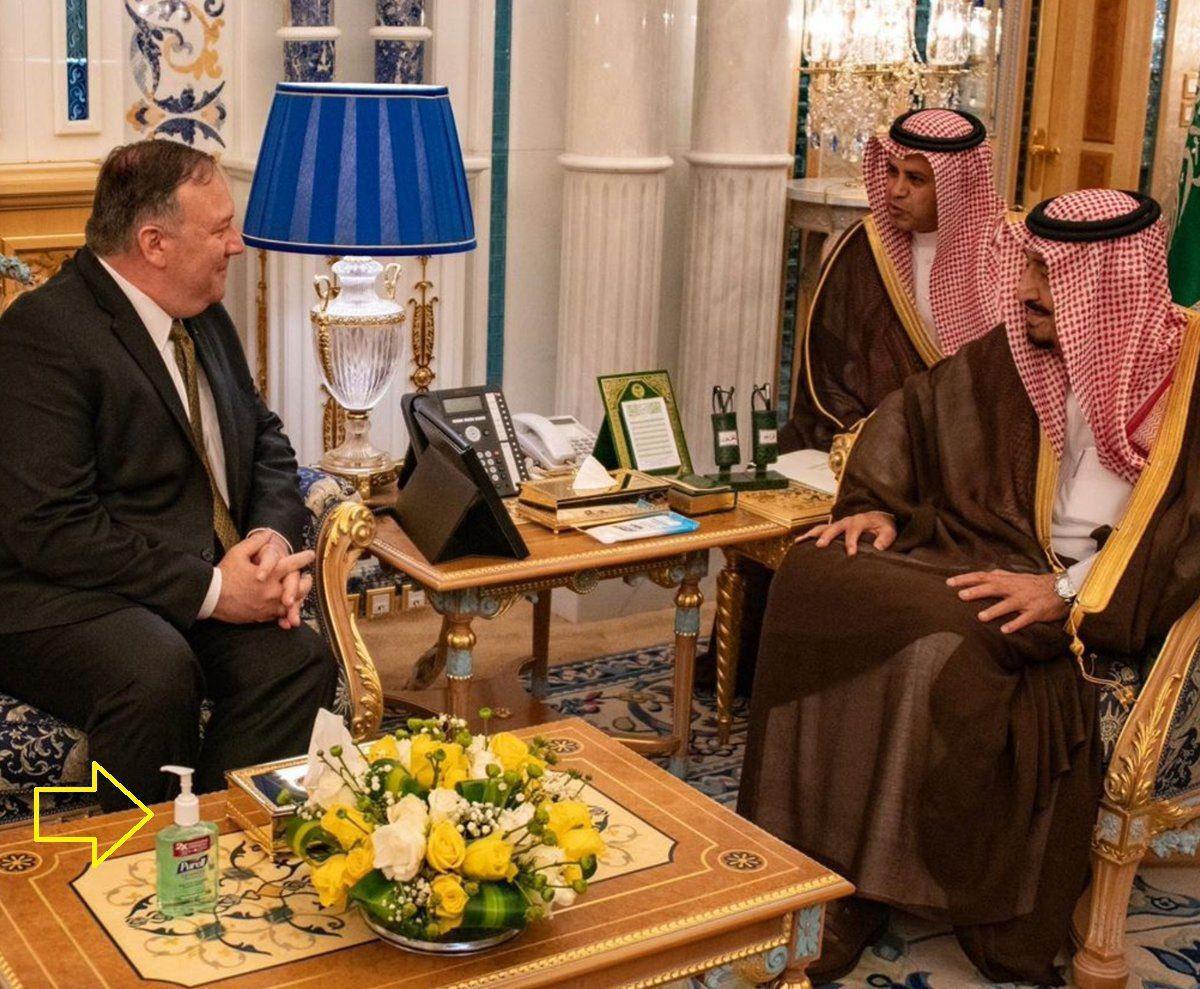 وجود مایع ضدعفونیکننده در دیدار پمپئو با پادشاه عربستان جنجال آفرید + عکس