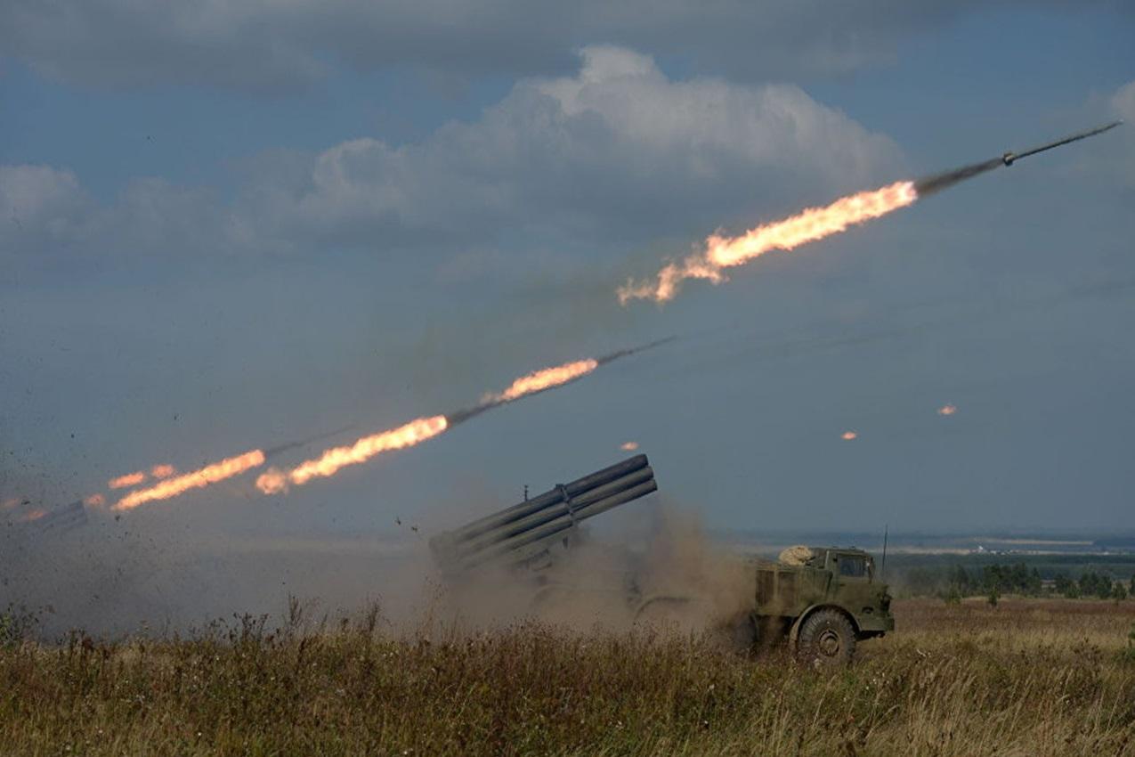 حمله راکتی ارتش سوریه به مواضع تروریستهای جبهه النصره در ریف حماه
