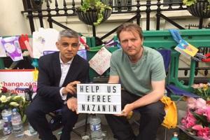 ادامه اقدام نمایشی انگلیس در برابر سفارت ایران