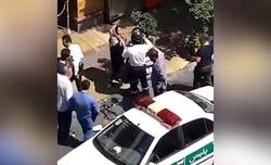حمله یک زن هنجارشکن به خودروی پلیس + فیلم