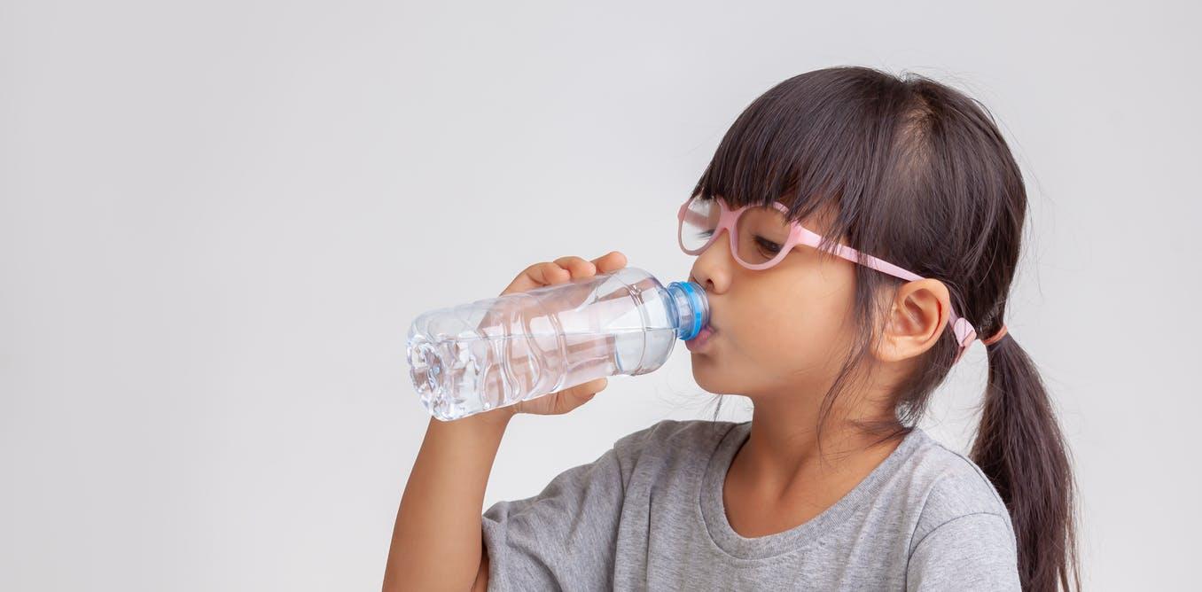 بیماریهایی که دهانتان را خشک میکنند+ ترفندهای طبیعی درمان خشکی دهان
