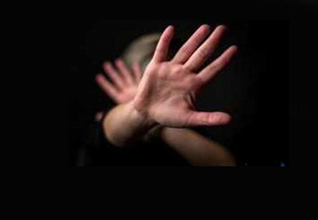 آزار و اذیت جنسی زنان آمریکایی در محیط کار؛ سالانه ۵ میلیون زن در محیط کار مورد آزار جنسی قرار میگیرند