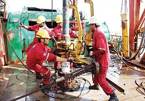 حفاری چاههای نفتی در اوج گرمای خوزستان + فیلم