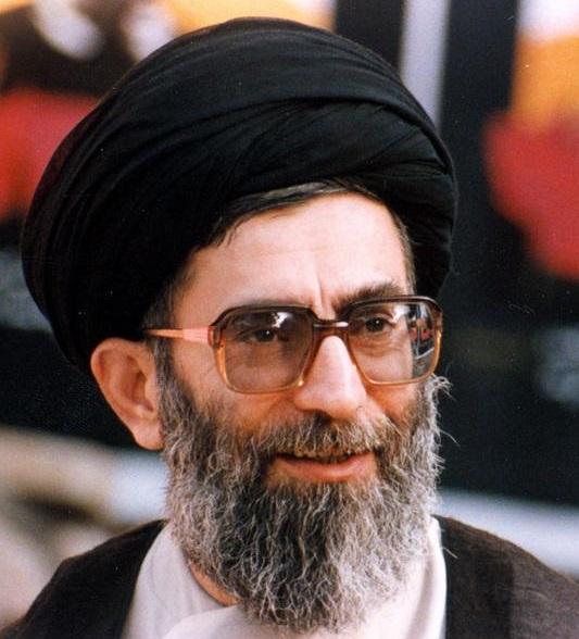 خاطره رهبرانقلاب از اولین دیدارشان با امام(ره) پس از واقعه ترور در مراسم تنفیذ شهید رجایی