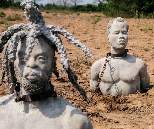 تصاویر روز: از ساخت مجسمه بردههای آفریقایی در غنا تا ادامه اعتراضات گسترده در هنگ کنگ