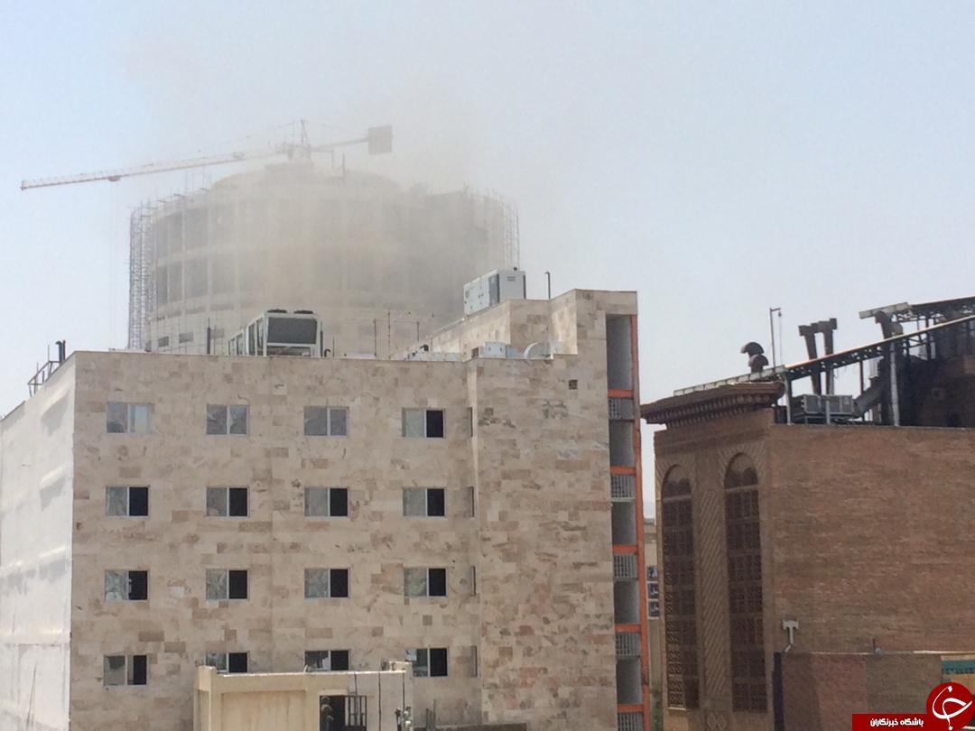 هتل آسمان آتش گرفت/ دود به طبقات بالا سرایت کرد/ آتش نشانان در تلاش برای مهار آتش + عکس