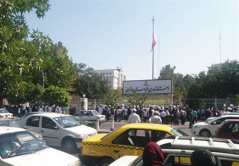 اعتراض تعدادی از پرستاران مشهدی/ مدیر روابط عمومی دانشگاه علوم پزشکی مشهد: تعرفه گذاری قبل از در نظر گرفتن اندازه بودجه + عکس