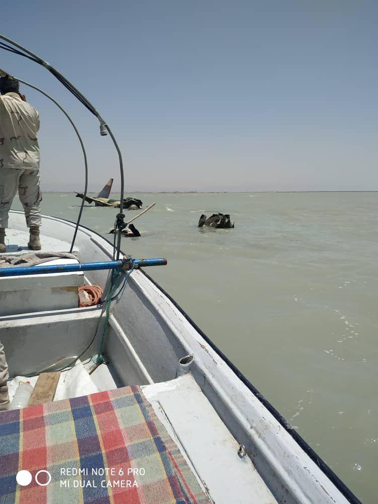 سقوط یک فروند هواپیمای جنگی در آبهای ساحل دلوار/ ۲ سرنشین در سلامت هستند+ تصاویر