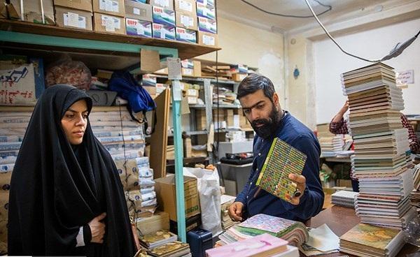 کارآفرینی زوج اردیبهشتی دفترفروش/ خانم چادری و همسرش که هدایای عروسی را صرف کار فرهنگی کردند