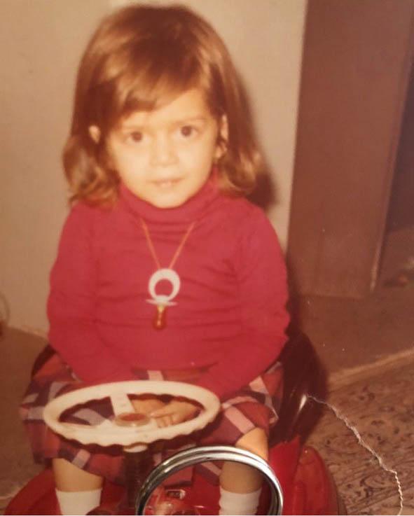 تصاویری کمتر دیدهشده از دوران کودکی بهاره رهنما