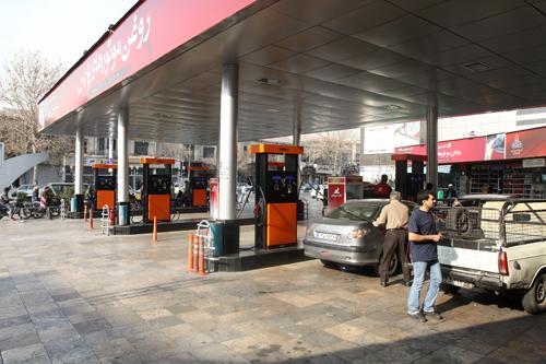 اگر ایرانیها مصرف سوخت شان را اصلاح کنند، میزان صادرات بنزین به دو برابر میرسداسراف ٢,٥ میلیارد دلاری بنزین