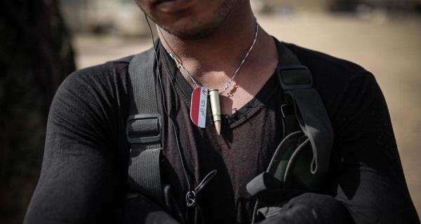 مشاهدات وحشتناک عکاس ایرانی در چند قدمی داعش/ تروریست انتحاری آماده منفجر کردن ما بود که نجات یافتیم! + تصاویر
