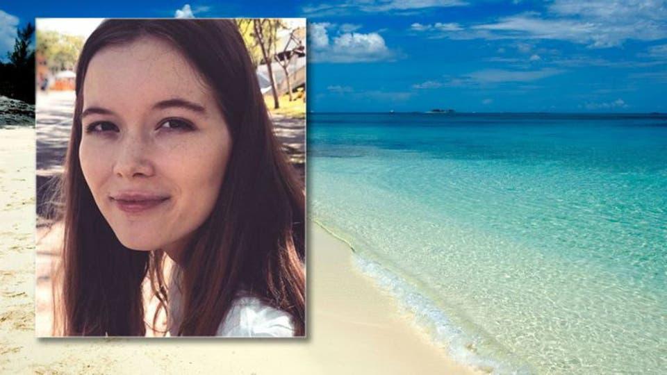مرگ دردناک دختر ۲۱ ساله میان دندانهای تیز کوسهها! + عکس