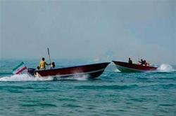 قایق صیادی به وسیله شناور منطقه پنجم نیروی دریایی سپاه نجات یافت