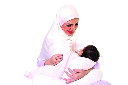 مزایای تماس پوست با پوست مادر و نوزاد و شروع تغذیه با شیرمادر در ساعت اول تولد