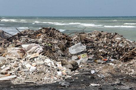 ساحل محمود آباد، میزبان دهها تُن زباله + فیلم