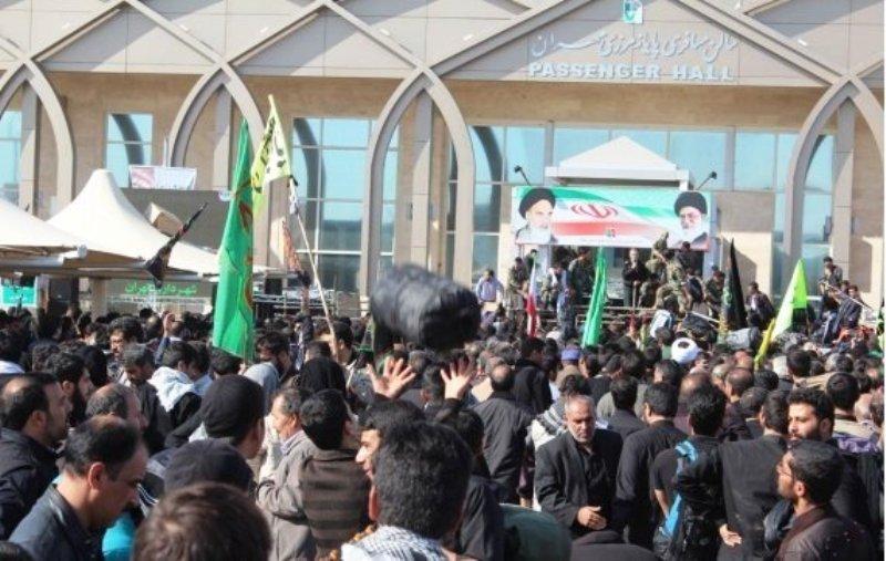 حضور زائران ایرانی در مهران برای حضور در کربلا