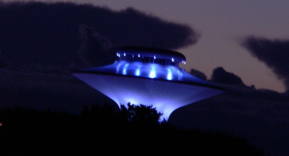 حیرت ساکنان محلی از رویت یوفوی عجیب در آسمان! + فیلم