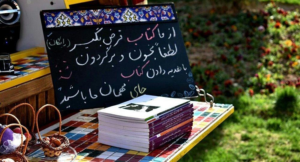 سلفی هایی که مردم را کتابخوان می کنند