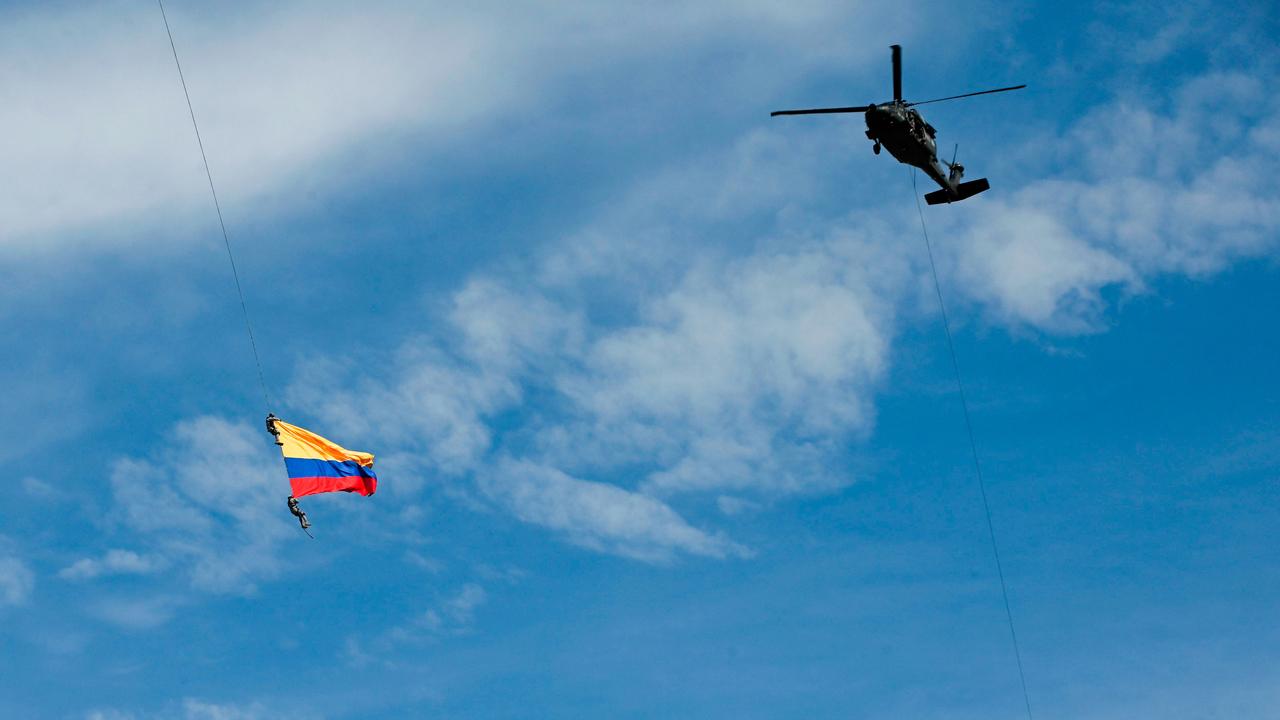 پاره شدن طناب جان دو نظامی کلمبیایی را هنگام اجرای حرکات نمایشی گرفت + تصاویر