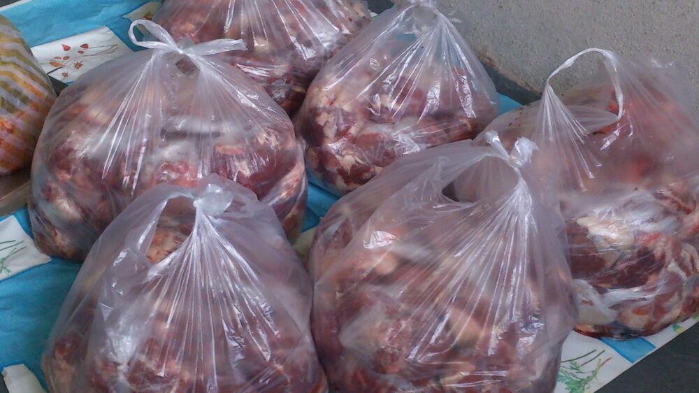 گوشت قرمز بین نیازمندان چرداول بمناسبت عید سعید قربان توزیع شد