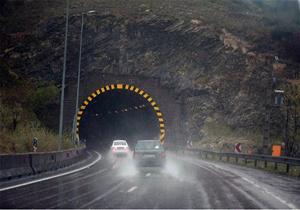 ترافیک عادی و روان در جادههای منتهی به شمال/ بارندگی در جاده سوادکوه