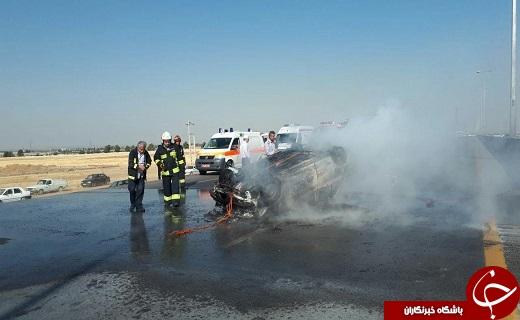 آتش گرفتن پراید واژگون شده در آزاد راه قزوین _ کرج