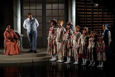 نمایشی بزرگ که بدون حضور سلبریتی ها در اجرا موفق شد