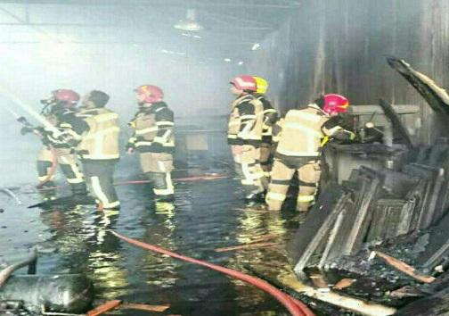 مهار آتش سوزی کارگاه ام. دی. اف با تلاش شش ساعته آتش نشانان