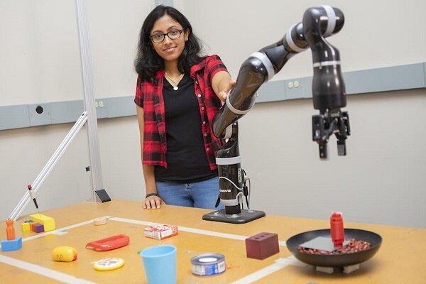 ربات امدادی که با اشیای دم دستش ابزار تازه میسازد
