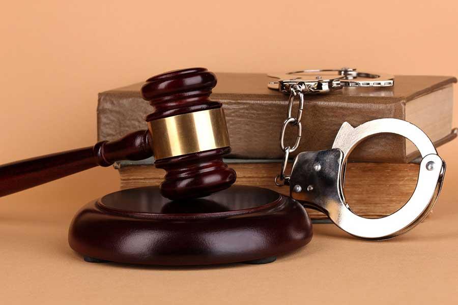 دستگیری اعضای باند 4 نفره کارچاق کن در دستگاه قضایی کرج