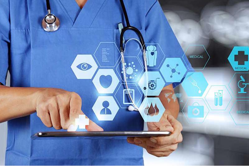 تأخیر در پرداخت مطالبات، پزشکان را بی انگیزه کرده است/تلاش نظام پزشکی برای بازنگری تعرفههای سال ۹۹