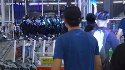 درگیری پلیس با معترضان لیزر به دست در فرودگاه هنگ کنگ + فیلم