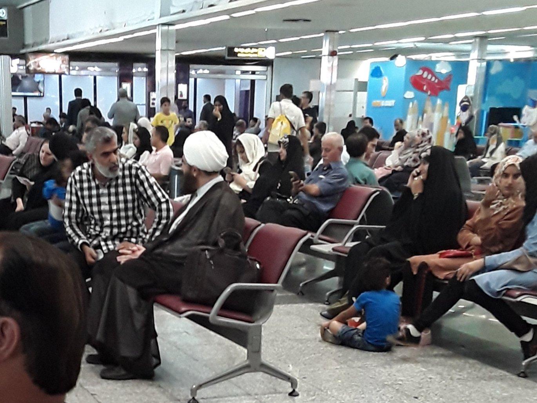 حضور بدون تشریفات امام جمعه تهران در فرودگاه +عکس