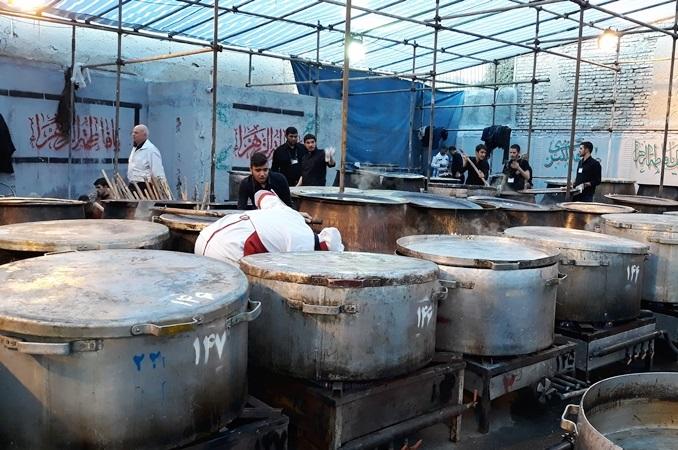 پخت ۱۱۰ دیگ برنج و خورشت نذری در اراک در روز عید غدیر