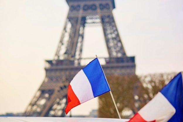 رادیوهای فرانسه به پخش موسیقی به زبان بومی و فرانسوی ملزم شدند