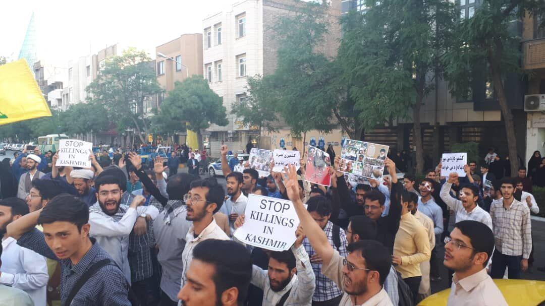 تجمع دانشجویان و طلاب مشهدی در اعتراض به خشونت های کشمیر