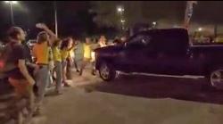 زیر گرفتن معترضان با خودرو توسط مامور مرزی آمریکا +فیلم